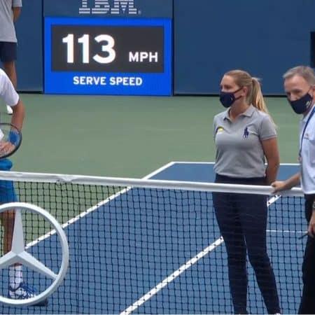 Djokovic descalificado del US Open tras tirarle una pelota a la cara de una jueza